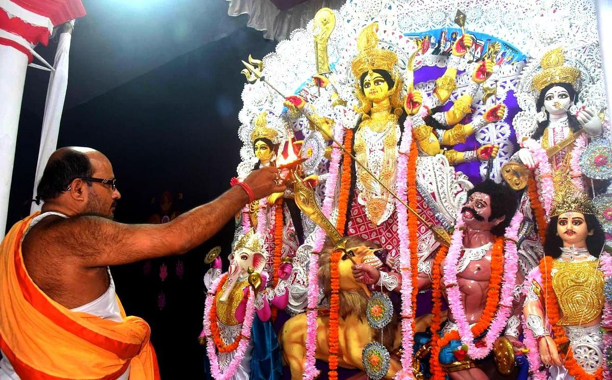 शहर बनारस और शक्ति की उपासना, तसवीरों में देखें दुर्गा पूजा का अनूठा उल्लास