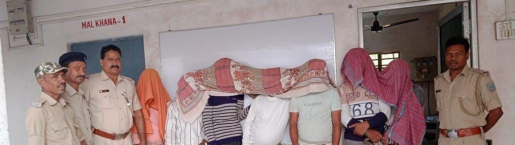 Jharkhand News : झारखंड की हजारीबाग पुलिस ने की छापामारी, 8 जुआरियों को भेजा जेल