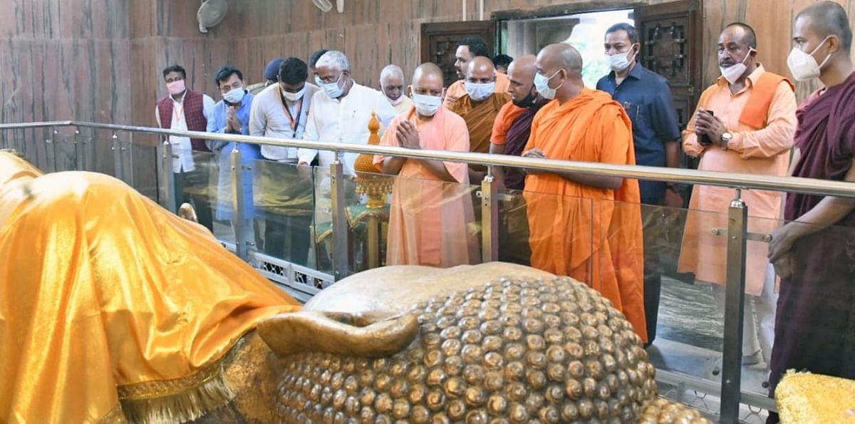 Kushinagar News: पीएम मोदी और मुख्यमंत्री योगी पहुंचे 'बुद्धम शरणम्', भगवान गौतम बुद्ध को किया नमन