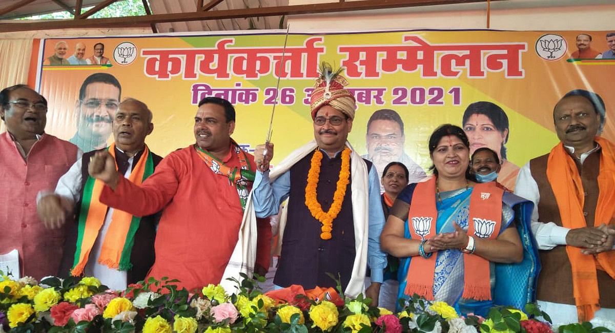 Jharkhand News:BJP प्रदेश अध्यक्ष दीपक प्रकाश पहुंचे कोडरमा,बोले- राज्य की बेटियां व महिलाएं नहीं हैं सुरक्षित