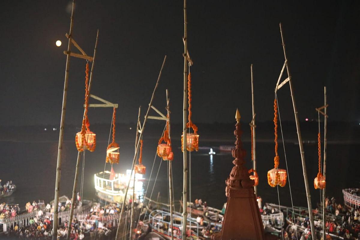 Varanasi News : शहीदों की स्मृति में पूरे कार्तिक मास जलाए जाएंगे दीप, कोरोना वारियर्स को भी किया जाएगा याद