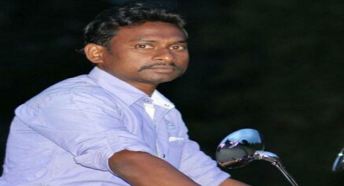 फाइल में सिग्नेचर नहीं करने पर बौखलाई गुमला की महिला मुखिया, रोजगार सेवक की पिटाई व पंचायत सेवक पर फेंके ईंंट