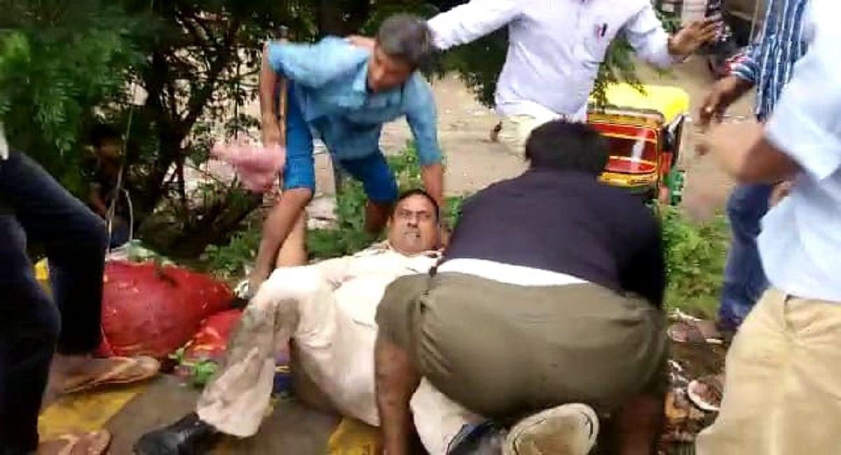 Bihar News: बाइक हटवाने गये ट्रैफिक पुलिस के जवान को बेरहमी से पीटा, मोटरसाइकिल छोड़ फरार हुआ आरोपित