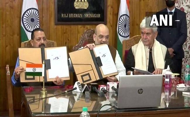जम्मू-कश्मीर: केंद्रीय गृह मंत्री अमित शाह ने किया श्रीनगर-शारजाह अंतरराष्ट्रीय उड़ान का उद्घाटन, बोले...
