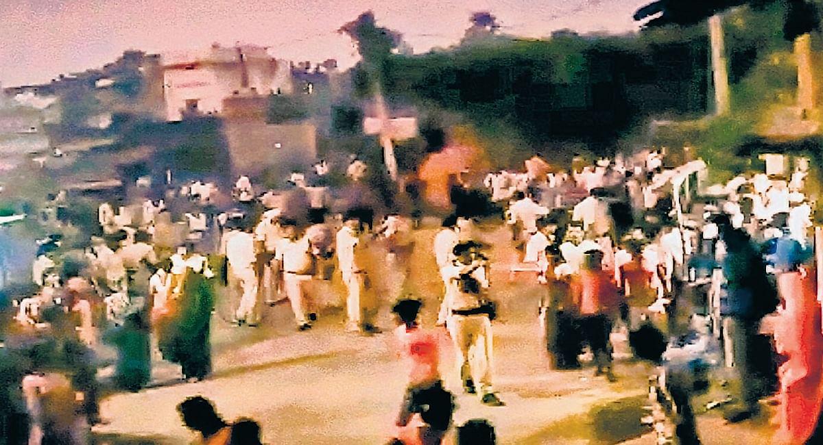 मुखिया उम्मीदवार के डीजे को जब्त करने पर पुलिस-ग्रामीणों में झड़प, फायरिंग में युवक की मौत