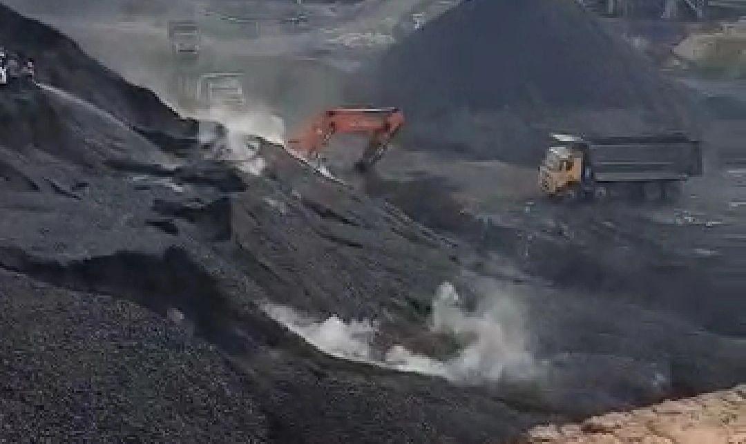 दिवाली-दशहरा में कोयले की संकट ने UP में बिजली विभाग की बढ़ाई चिंता, सीएम योगी ने लिखा PM Modi को पत्र