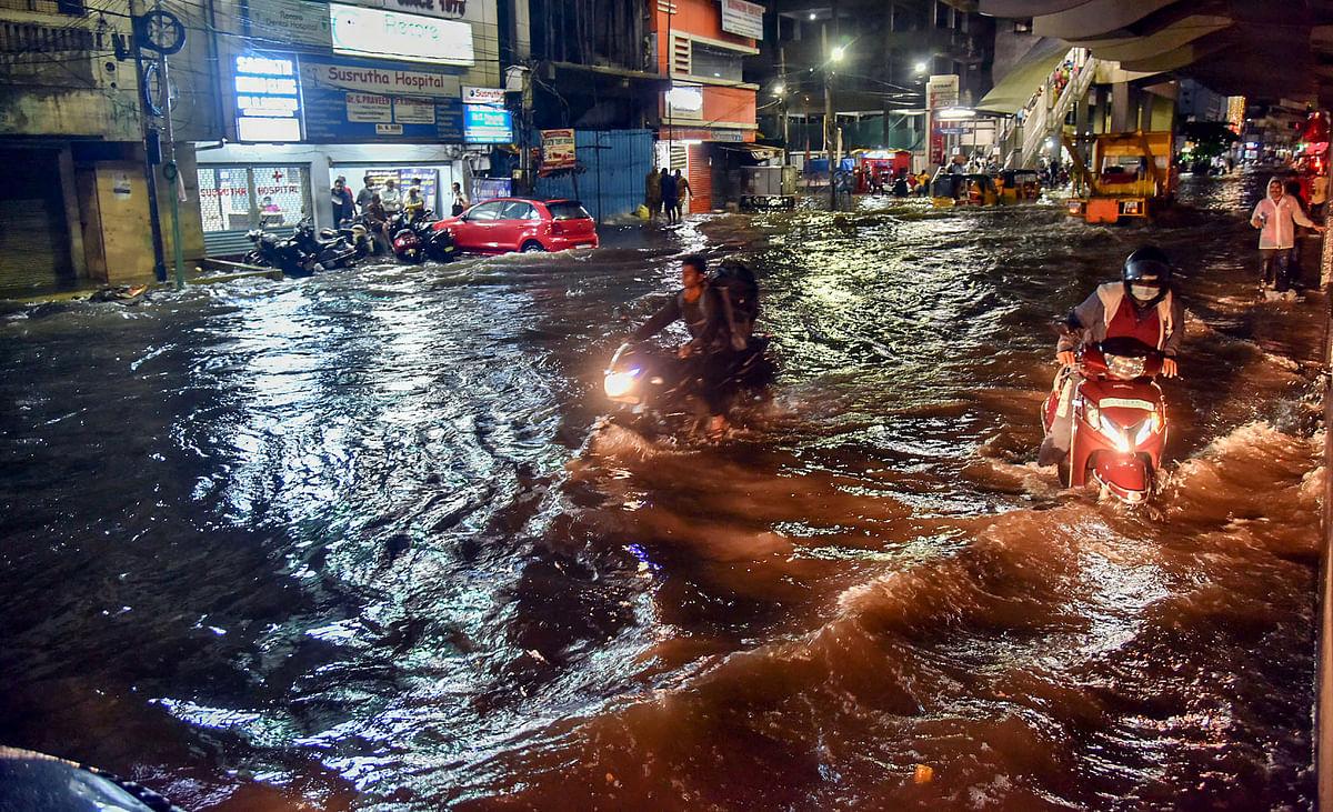 Weather Alert: हैदराबाद में भारी बारिश के बाद अब केरल की बारी, 7 जिलों के लिए मौसम विभाग का ऑरेंज अलर्ट