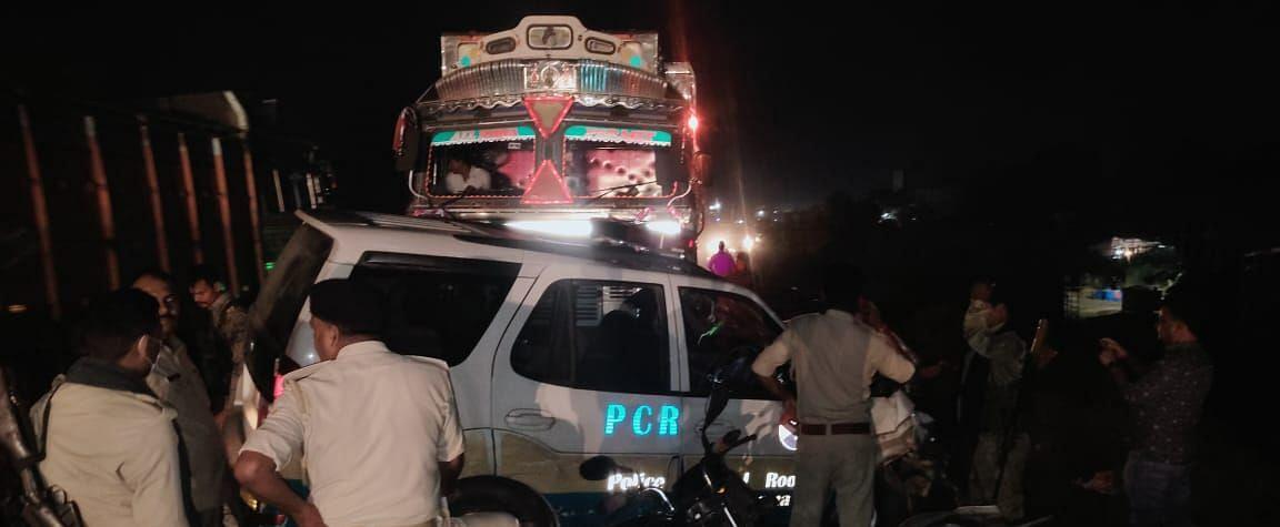 Jharkhand News : ट्रक-पीसीआर वैन में जोरदार टक्कर, एएसआई समेत चार पुलिसकर्मी घायल