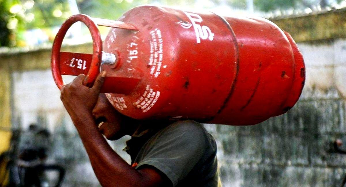 LPG Booking: 1000 रुपये का LPG सिलेंडर बुक करायें, 2700 रुपये वापस पायें, ऐसे करायें रसोई गैस की बुकिंग