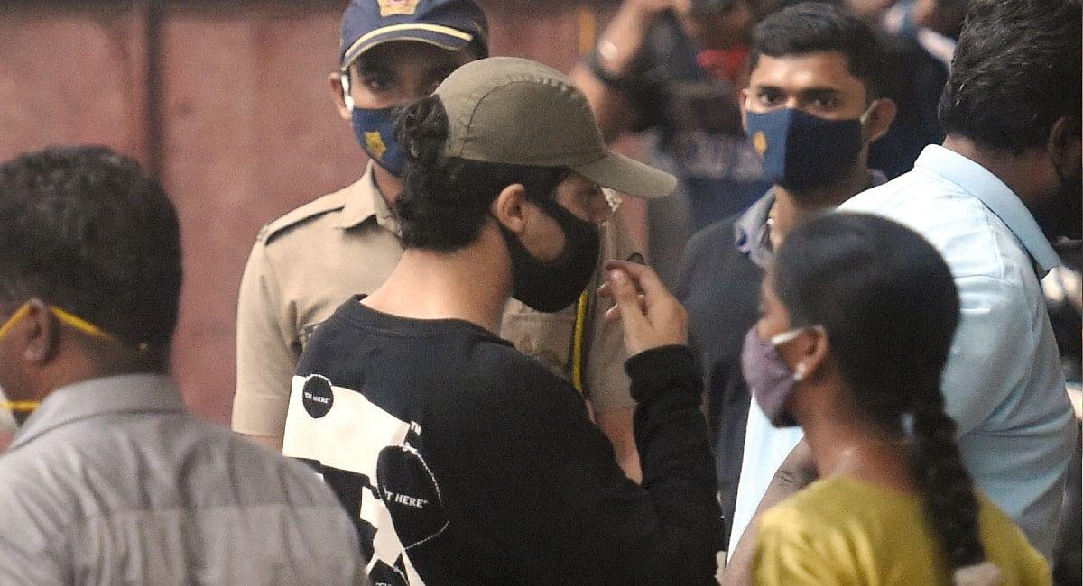 Aryan Khan की जेल में कटी रात, NCB के निशाने पर इम्तियाज खत्री