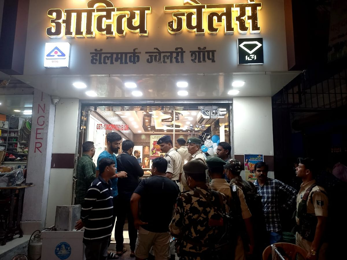 Bihar crime news हाजीपुर में ज्वेलरी दुकान से एक करोड़ के आभूषण व आठ लाख नकद की लूट
