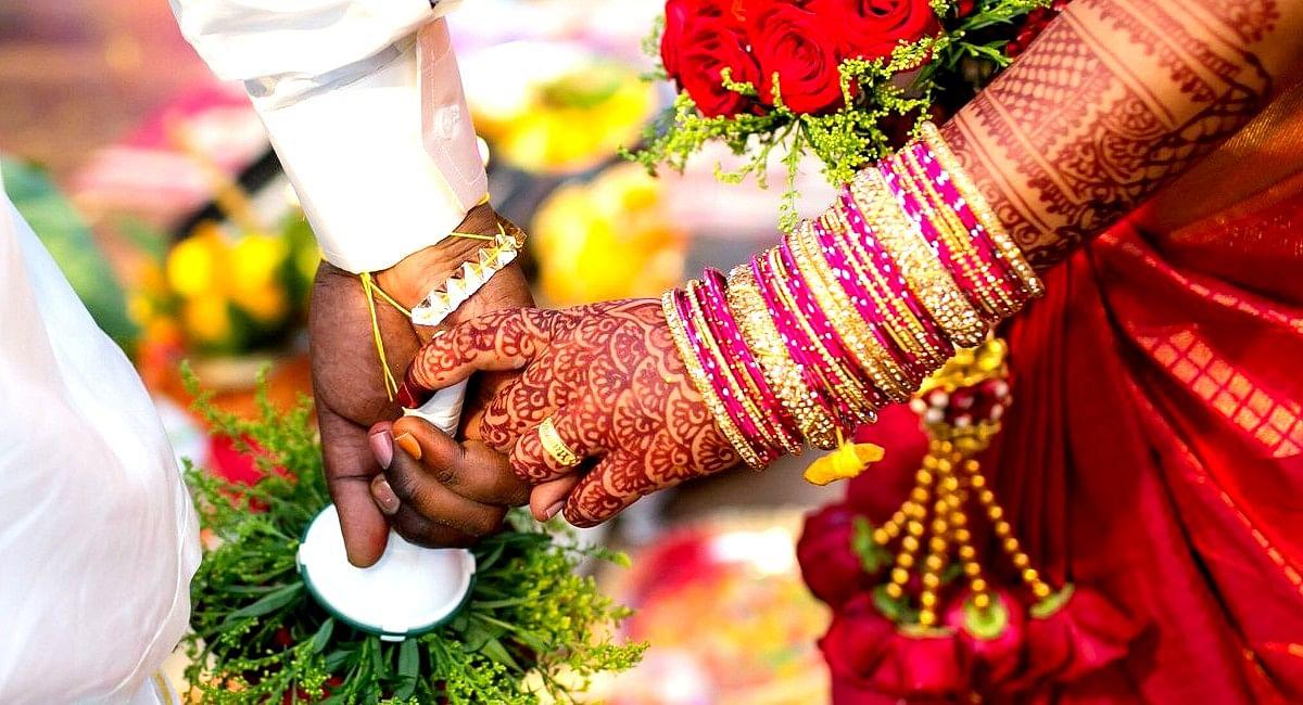 ओड़िशा के युवक ने नवविवाहित पत्नी को बेचकर खरीदा स्मार्टफोन, फेसबुक पर दोस्ती कर किया था विवाह