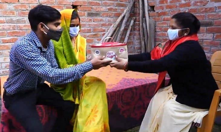 Aligarh News: नई-नवेली दुल्हन को मुंह दिखाई में खास तोहफा, सरकार देने जा रही शगुन किट