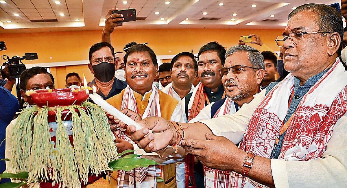 झारखंड सरकार को आदिवासियों की चिंता नहीं, अर्जुन मुंडा का आरोप, कहा- एकलव्य स्कूल की राह में अटका रहे रोड़े