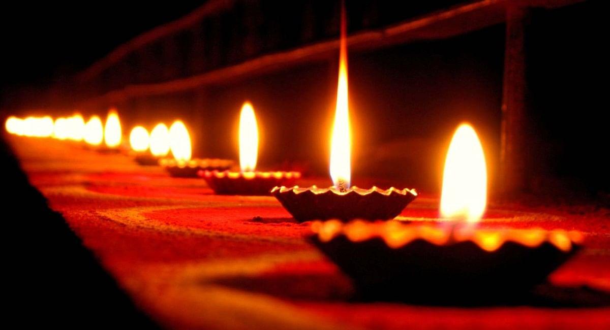 Diwali 2021 Date: दिवाली पर बन रहा है ये दुर्लभ संयोग, जानें दीपों का पर्व मनाने की तारीख और शुभ मुहूर्त