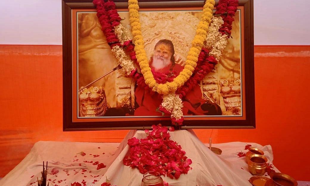 यादों में महाराज: नरेंद्र गिरि का आशीर्वाद लेना नहीं भूलते थे अमित शाह और योगी, हर समस्या का होता था समाधान