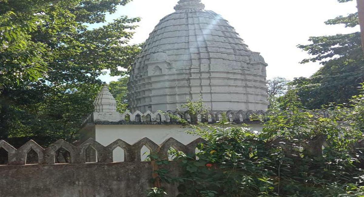 सरायकेला राजवाड़ा परिसर स्थित मां पाउड़ी का मंदिर, जहां जिउतियाष्टमी से लेकर षष्टी तक मां दुर्गा की पूजा होती है.