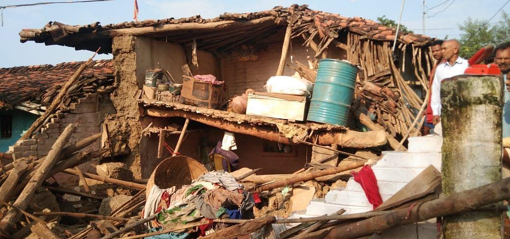 Jharkhand News : झारखंड में लगातार बारिश ने ढाया कहर, मिट्टी का घर धंसने से एक की मौत, 5 लोग घायल