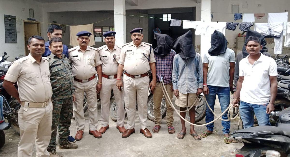Jharkhand Crime News: इंटर डिस्ट्रिक्ट बाइक चोर गिरोह का खुलासा, 4 आरोपी समेत 4 बाइक बरामद