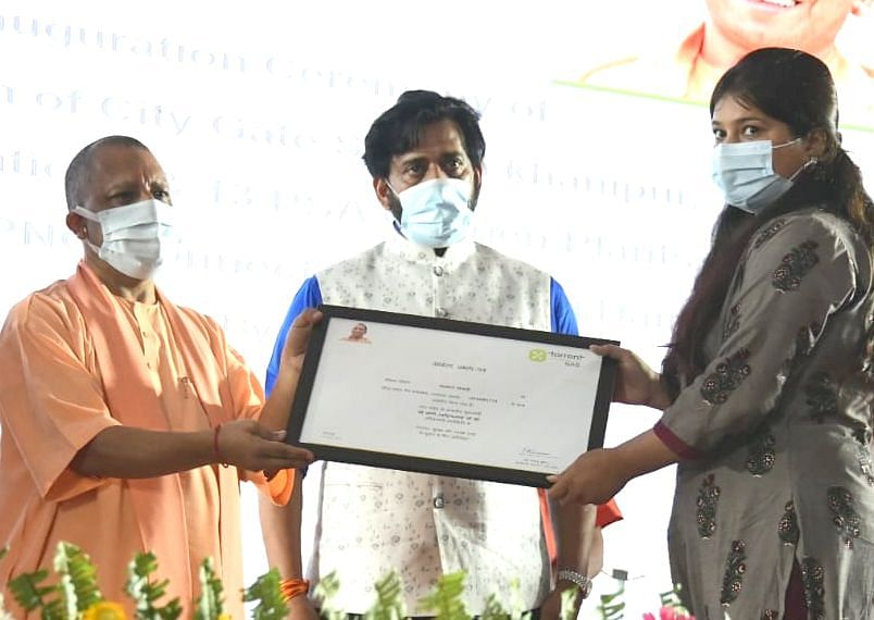 UP में गैस सिलेंडर ढोने से मुक्ति, गोरखपुर में CM योगी आदित्यनाथ ने किया PNG का उद्घाटन