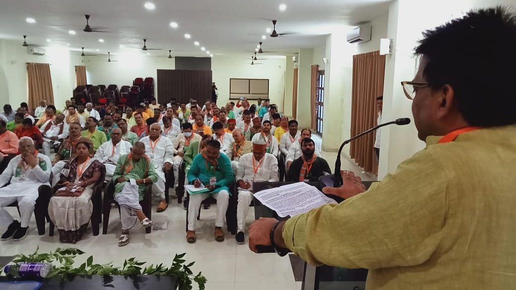 UP Election: वाराणसी पहुंचे BJP के राष्ट्रीय संगठन महामंत्री बीएल संतोष, मिशन 2022 पर फोकस