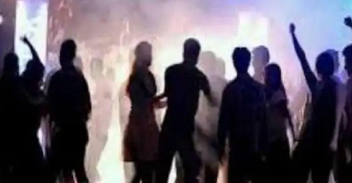 बीच समुद्र में रेव पार्टी, शाहरुख के बेटे आर्यन से पूछताछ जारी, 8 लोग हुए हैं गिरफ्तार