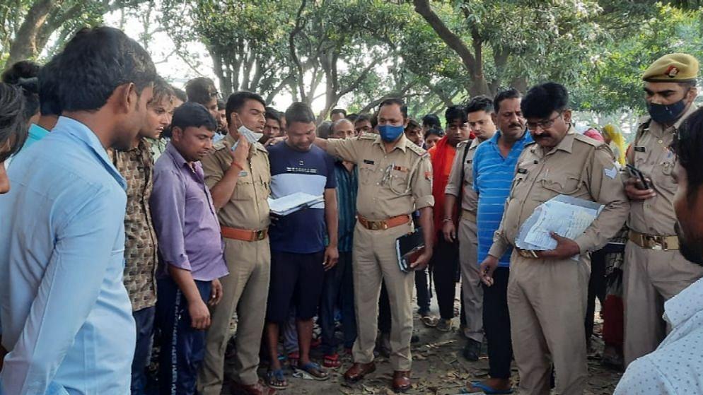 Bareilly News: बरेली के धौराटांडा में पेड़ पर लटका मिला भाजपा नेता के भाई का शव, रात से थे लापता