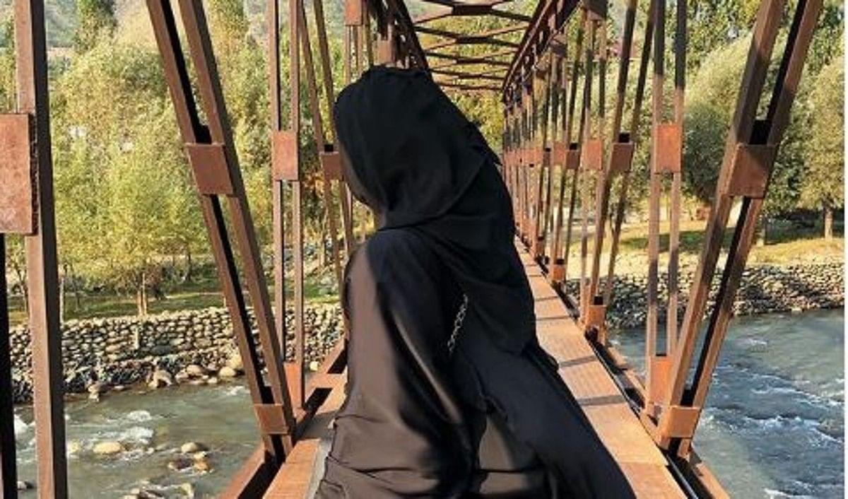 बुर्के में नजर आईं Zaira Wasim, एक्टिंग छोड़ने के 2 साल बाद शेयर की अपनी पहली तस्वीर