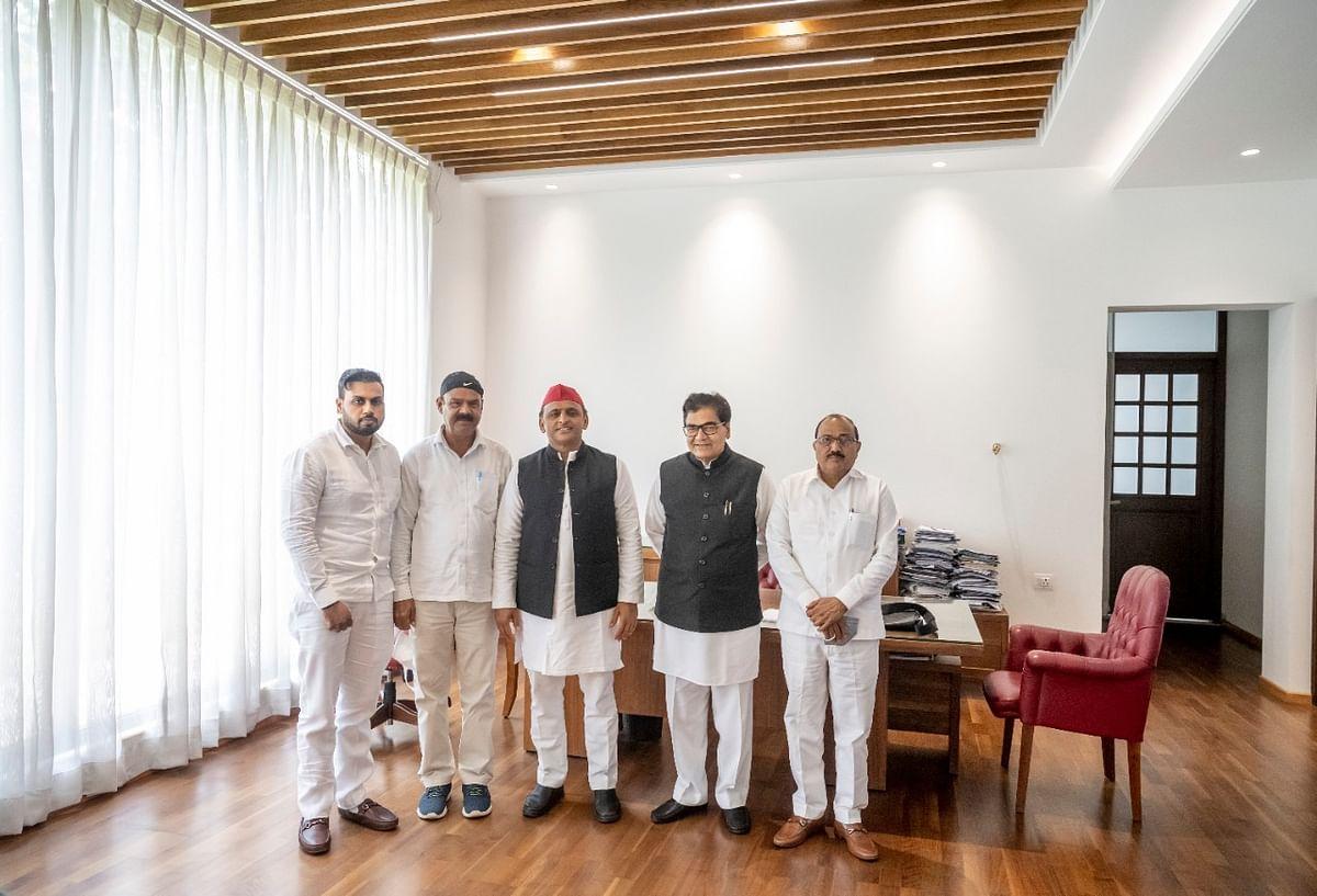 UP Election 2022: चुनाव से पहले BSP को बड़ा झटका, मायावती के करीबी नेता वीर सिंह सपा की साइकिल पर सवार