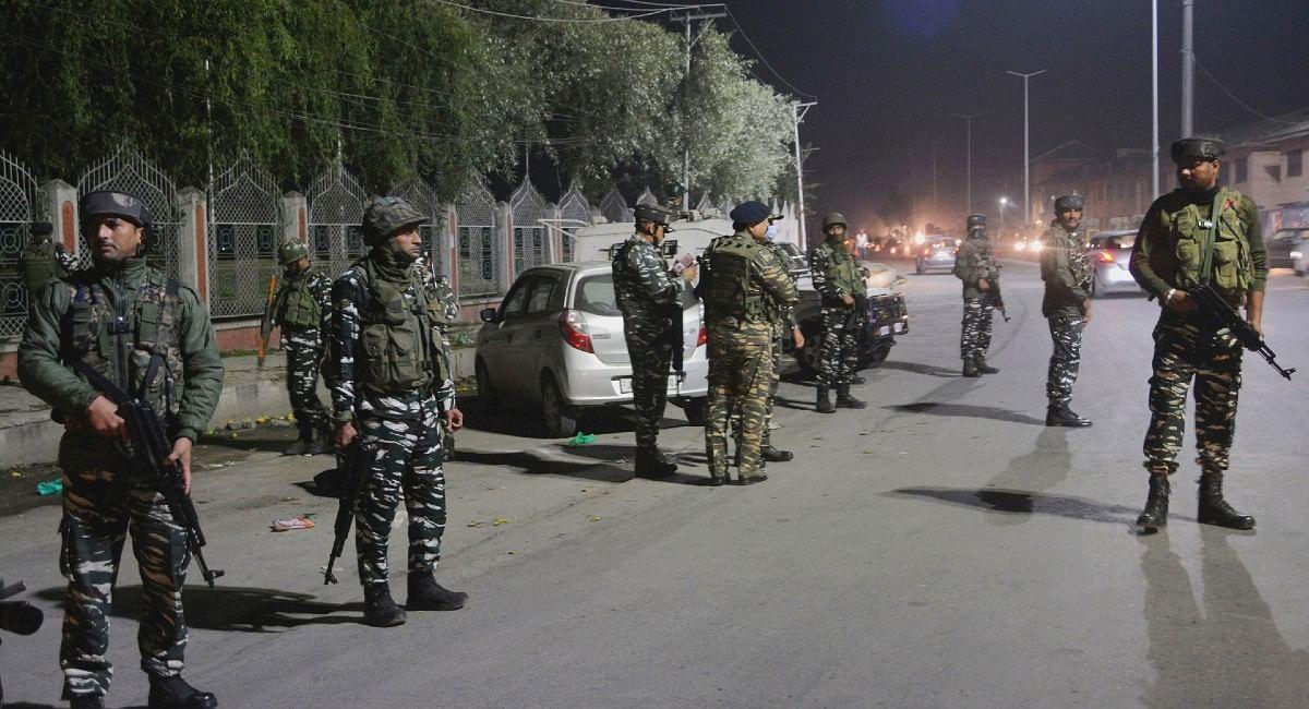 Pampore Encounter: लश्कर आतंकियों उमर मुश्ताक खांडे और शाहिद खुर्शीद डार को सुरक्षा बलों ने मार गिराया
