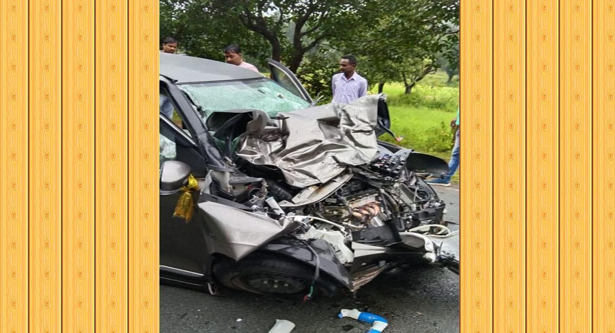 पश्चिमी सिंहभूम के मंझारी में कार और ट्रक के बीच टक्कर, रांची निवासी 4 लोग गंभीर रूप से घायल, रिम्स रेफर
