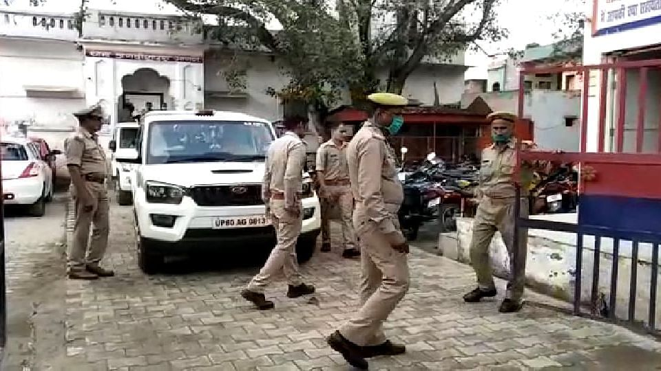 Agra News: आगरा में थाने से 25 लाख रुपये और दो पिस्टल की चोरी, 5 पुलिसकर्मी सस्पेंड