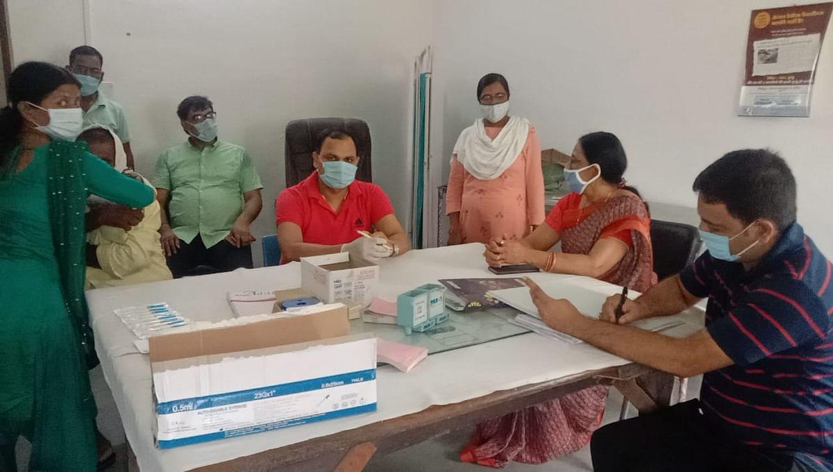 100 Crore Corona Vaccination:रिकॉर्ड वैक्सीनेशन के लिए पीएम मोदी व स्वास्थ्य कर्मियों की तारीफ, ऐसे मिली सफलता