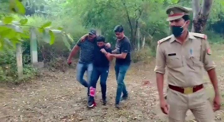 Noida News: लोगों को लिफ्ट देकर करता था लूटपाट, पुलिस ने एनकाउंटर कर पेचकस गैंग के चार बदमाशों को दबोचा