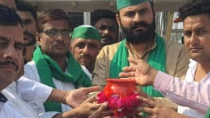Aligarh News: अलीगढ़ से निकली लखीमपुर खीरी किसान अस्थि कलश यात्रा, 27 अक्टूबर को गंगा में होगा विसर्जन