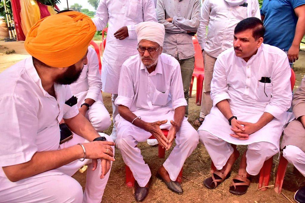 Lakhimpur Kheri: बहराइच पहुंचे AAP सांसद संजय सिंह, मृत किसान गुरविंदर के परिवार से की मुलाकात