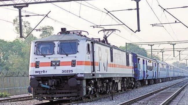 यात्रीगण कृपया ध्यान दें! रेलवे ने 31 जोड़ी ट्रेनों को किया निरस्त, कई के फेरे किये कम, देखें पूरी लिस्ट