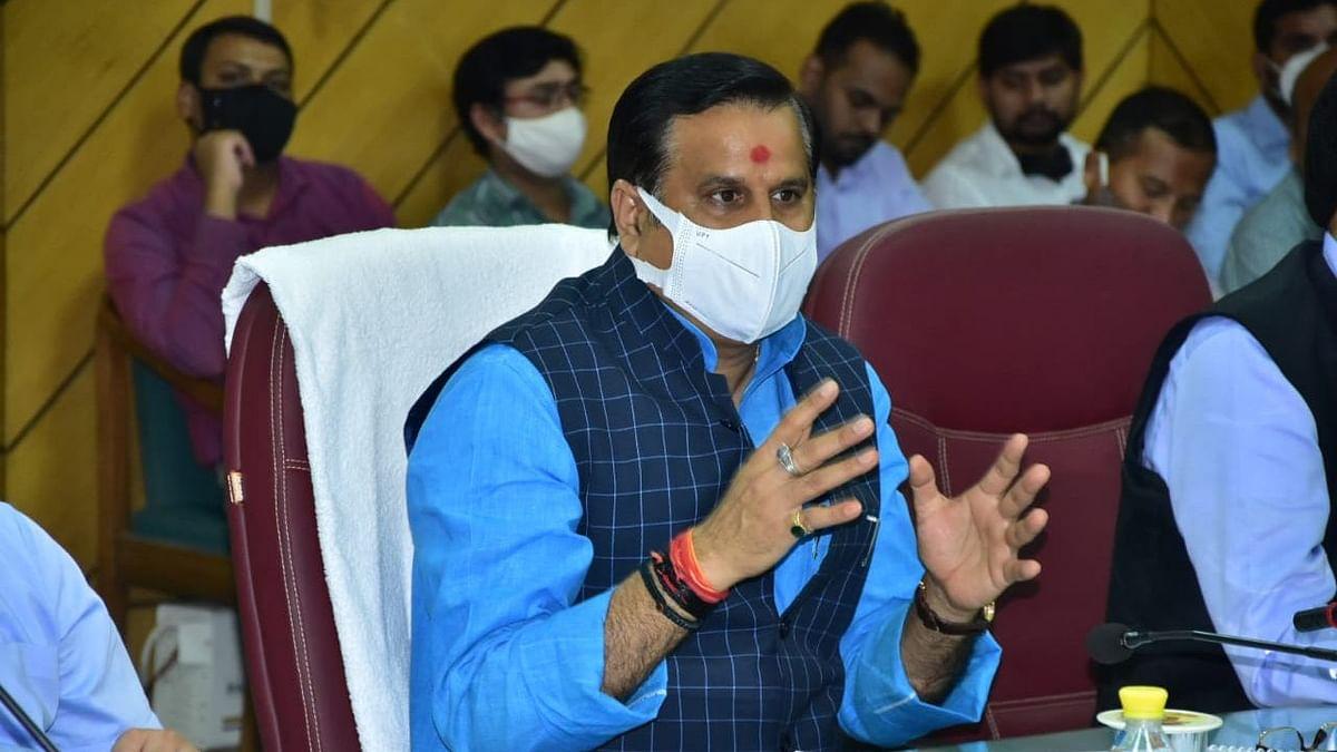 UP News: जलशक्ति मंत्री डॉ. महेंद्र सिंह ने बाढ़ नियंत्रण को लेकर की समीक्षा बैठक, किया यह बड़ा दावा