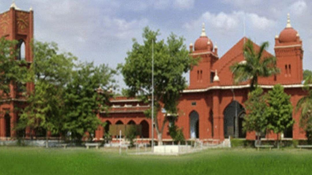 Bareilly News: बरेली कॉलेज में कर्मचारियों ने किया कार्य बहिष्कार, नाराज छात्रों का प्रदर्शन