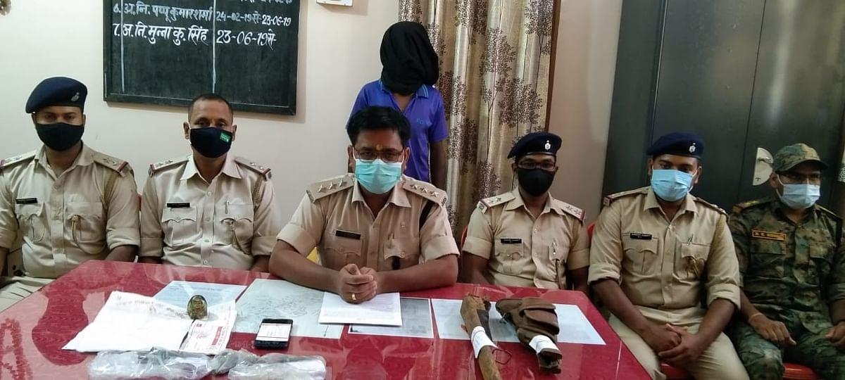 नक्सलियों के खिलाफ पुलिस को मिली सफलता, पीएलएफआई के 2 नक्सली चढ़े पुलिस के हत्थे, हथियार बरामद