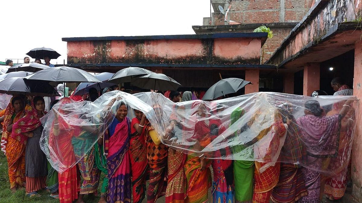 Bihar Panchayat Chunav Live: शराब पीकर वोट देने पहुंचा मतदाता धराया, यहां पर टार्च की रोशनी में हो रहा मतदान