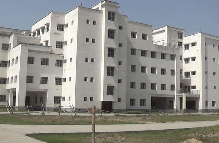 Aligarh News: कानपुर की रहने वाली BHMS की छात्रा ने हॉस्टल में लगाई फांसी, जांच में जुटी पुलिस