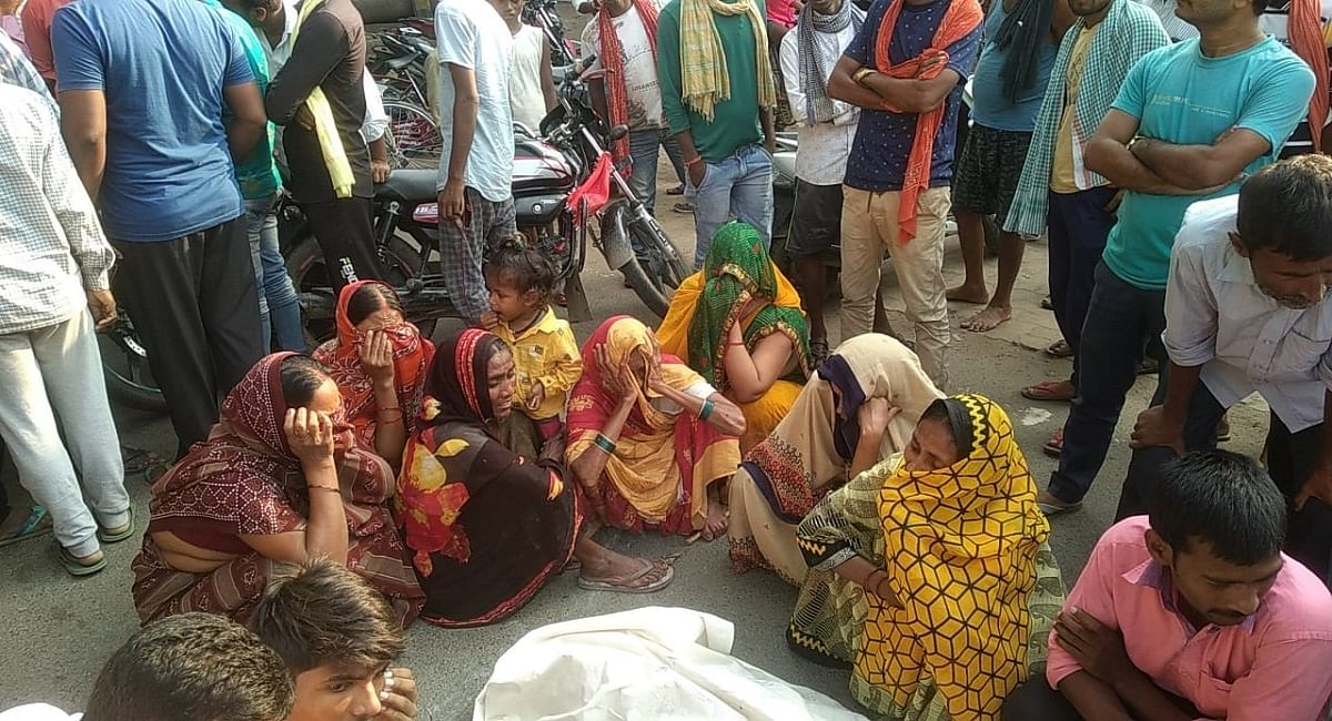 Bihar News: विनती के बाद भी नहीं मिली छुट्टी! चुनाव ड्यूटी में गये शिक्षक की हार्ट अटैक से मौत, मचा बवाल