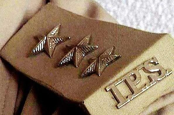यूपी पुलिस में 12 आईपीएस अफसरों के तबादले, 4 आईजी और 8 सेनानायक बदले गए, पढ़ें पूरी खबर