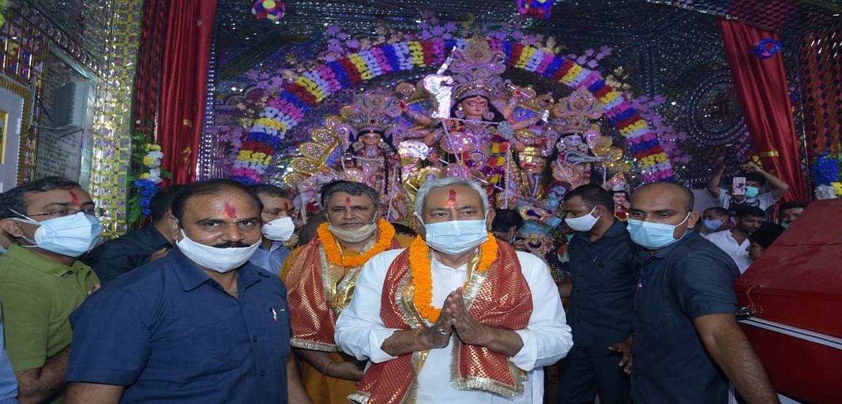 Bihar News: मुख्यमंत्री नीतीश कुमार ने पटना के शीतला देवी मंदिर में की अष्टमी की पूजा,सूबे के लोगों को दी बधाई