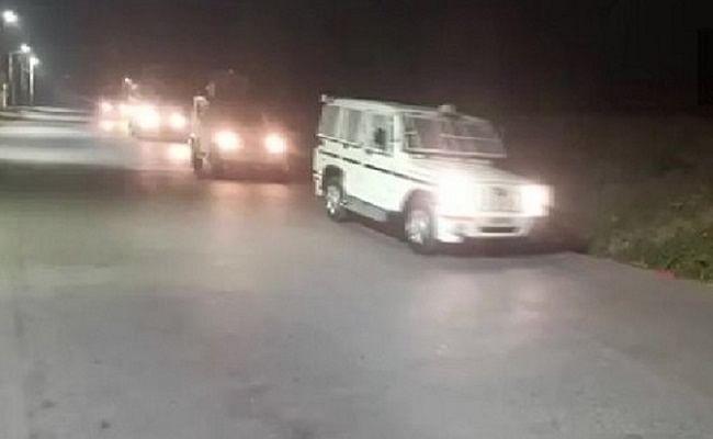 जम्मू-कश्मीर: श्रीनगर में पुलिस टीम पर आतंकी हमला, मुठभेड़ में एक आतंकवादी ढेर, साथी फरार