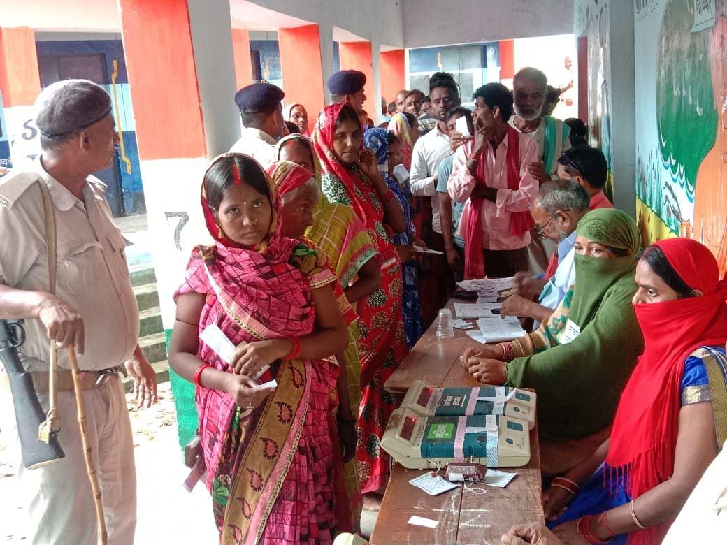 बगहा में शांतिपूर्ण तरीके से संपन्न हुआ मतदान, 53 प्रतिशत डाले गये वोट