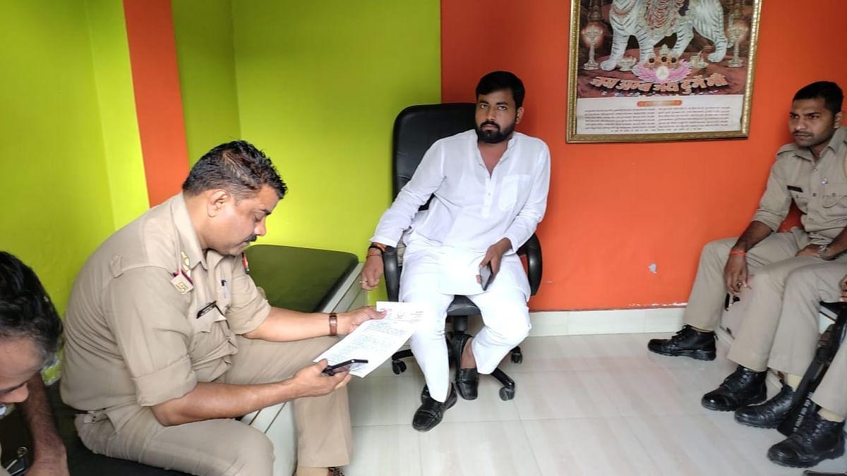 Gorakhpur News: पीएम मोदी को ज्ञापन देने जा रहे थे गोरखपुर विश्वविद्यालय के छात्र नेता, पुलिस ने किया नजरबंद