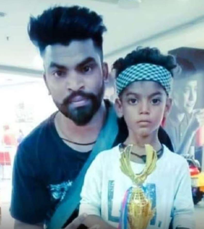 सोहेल खान अपने गुरु ललित कुमार के साथ
