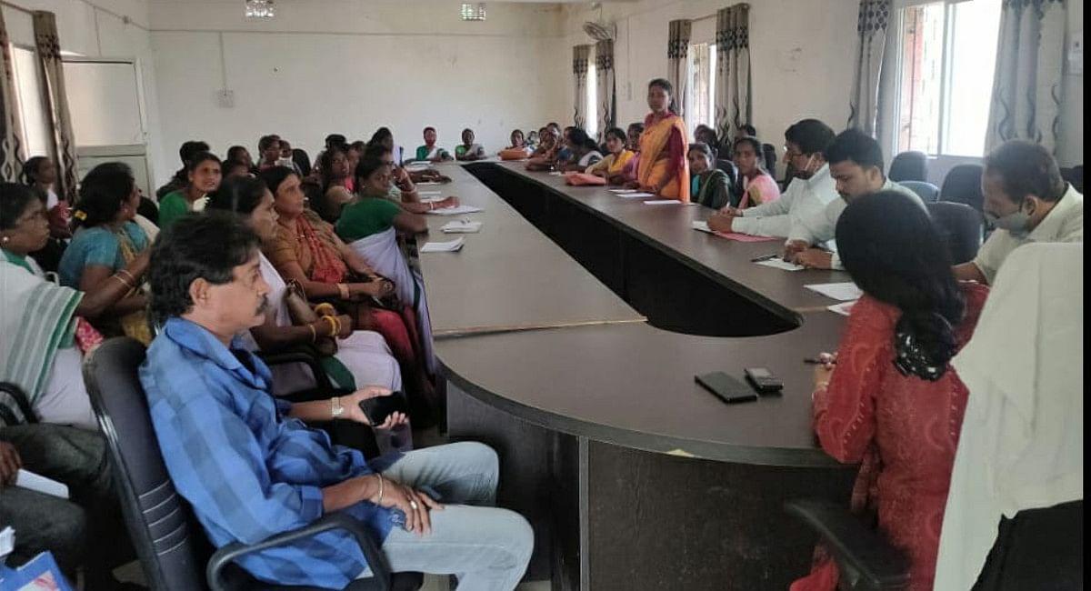 Jharkhand News : गुमला में सहिया दीदी से वसूले जा रहे हैं 5-5 हजार रुपये, BDO की जांच में हुई पुष्टि